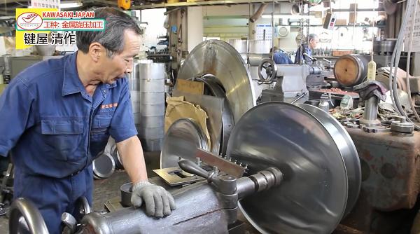 日本工匠展示金屬旋壓工藝,這手藝厲害了!